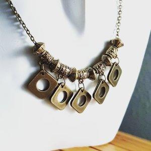 Collier incrusté de pierres bronze