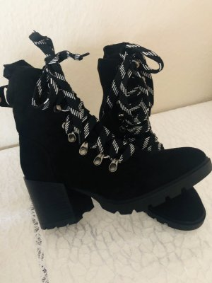 Truffle Collection Booties black