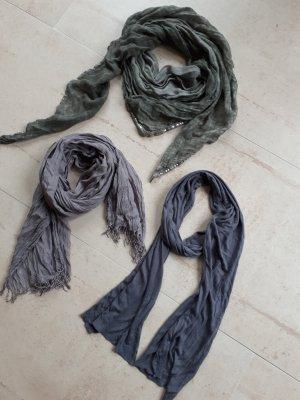 Tücher grau und khaki
