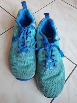 Türkise Sportschuhe von Nike