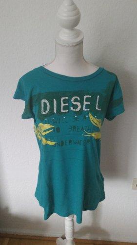 Türkisfarbenes T-shirt von Diesel mit Print vorne und kurzen Ärmeln.