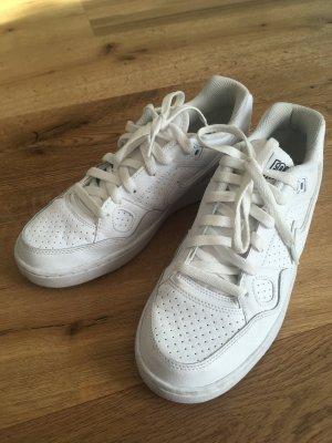 Turnschuhe Nike weiß