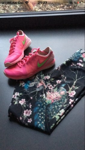Nike Lace-Up Sneaker neon pink-green