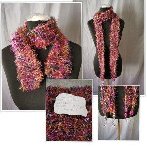 Écharpe en crochet rouge carmin