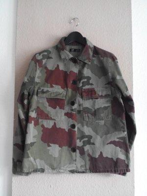Übergangsjacke in Camouflagemuster aus 100% Baumwolle, Größe M