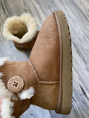 Ugg Bailey button chestnut