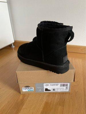 UGG Boots - Classic Mini