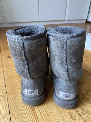 UGG Boots Classic Short Grau W8/Gr.40