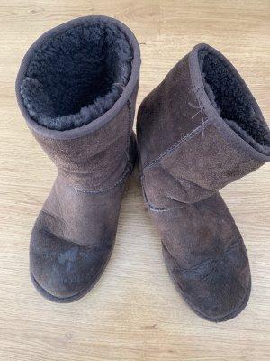 UGG Botas de piel marrón oscuro