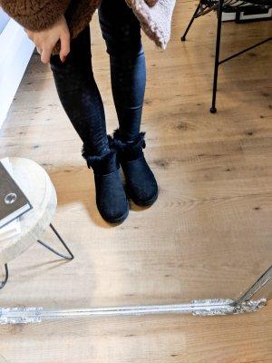 UGG Boots Mini Bailey Button schwarz 37