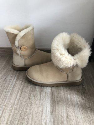 Ugg Boots mit Knopf