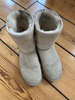 UGG Boots Short Classic Uggs in Beige Größe 8