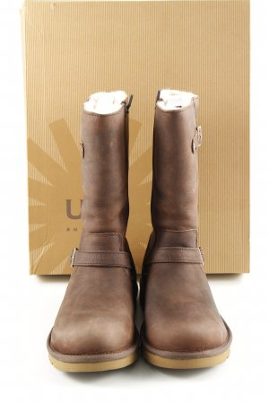 UGG Fur Boots brown casual look