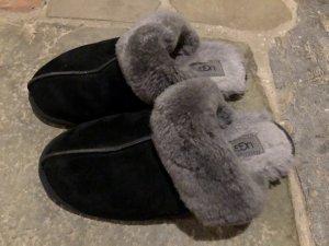 UGG Pantuflas negro-gris Cuero