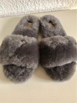 UGG Australia Pantuflas gris oscuro piel artificial