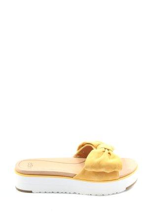 UGG Sandalias de tacón con plataforma amarillo pálido look casual
