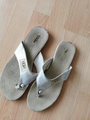 UGG Sandały japonki srebrny