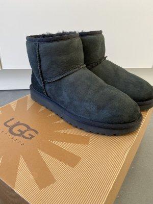 UGG Snow Boots black