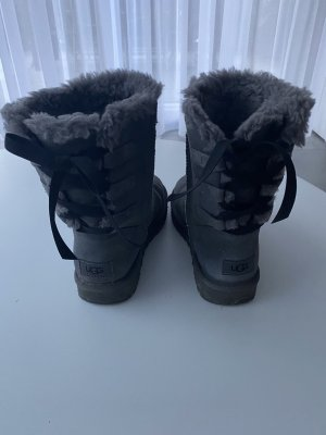 UGG Short Bow Stiefel