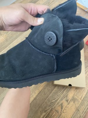 UGG W Mini Bailey Button  2
