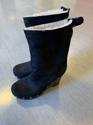UGG Winter Boots black-bronze-colored