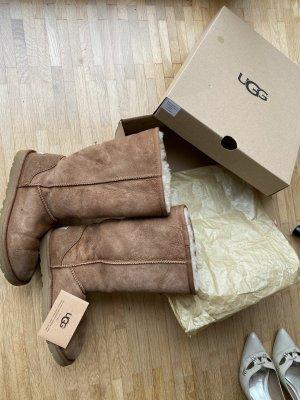 UGG Botas de nieve marrón arena Lana