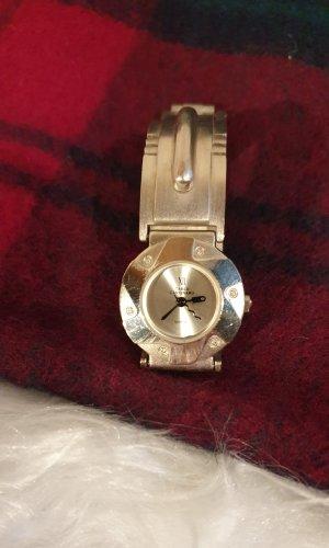 Reloj con pulsera metálica color plata metal