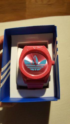Uhr aus Kunststoff von Adidas pink mit blauem Zeichen