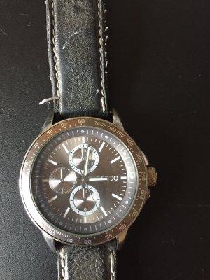 Uhr mit grauem Lederband