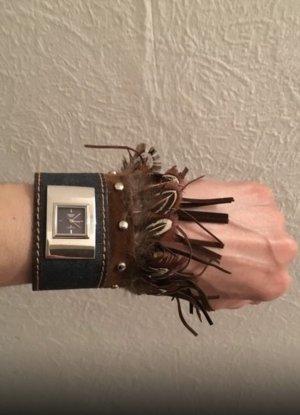 Reloj analógico marrón-azul