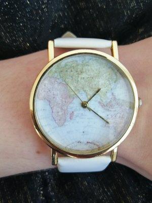Uhr mit Weltkarte
