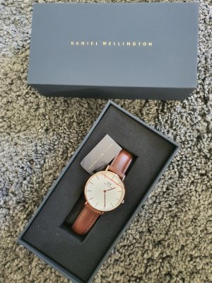 Daniel Wellington Watch With Leather Strap brown leather