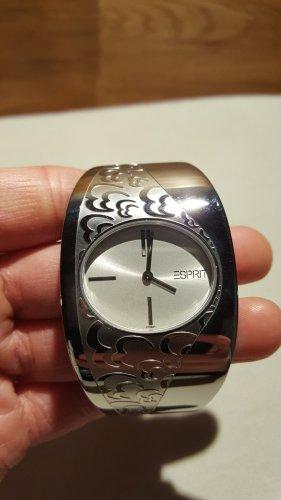 Uhr von Esprit mit silberfarbenem Reif und floralen Ornamenten