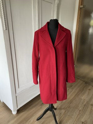 Ultra chic Benetton Wool Coat in Bordeaux red