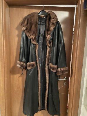 Futrzany płaszcz czarny-brązowy