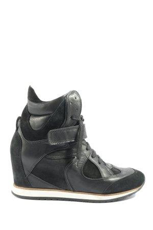 Zapatillas con tacón negro look casual