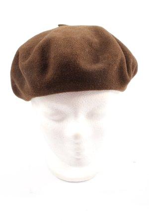 Beret brown casual look