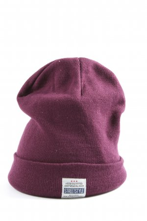 Beanie pink casual look