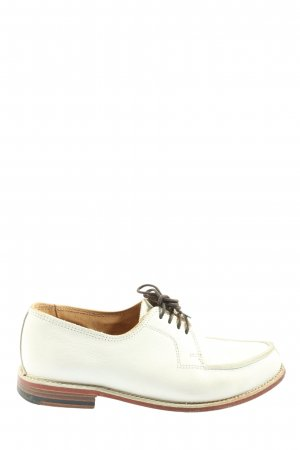 Zapatos Budapest blanco look casual