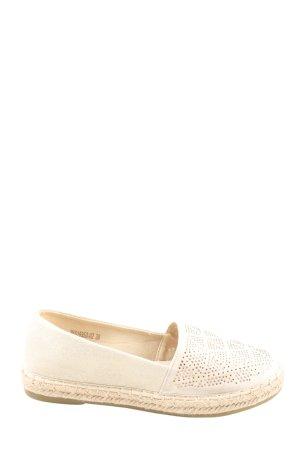 Alpargatas blanco puro look casual