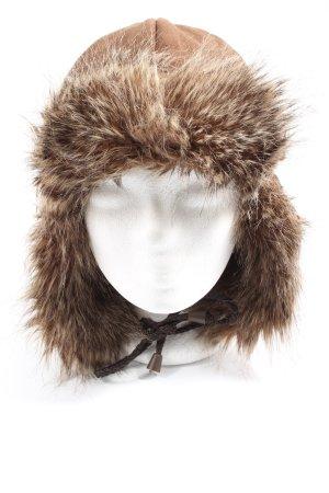 Sombrero de piel marrón look casual