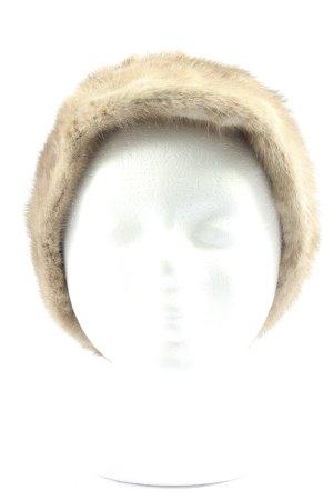 Sombrero de piel crema look casual