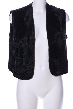 Fur vest black casual look