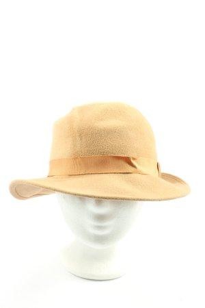 Sombrero de fieltro blanco puro look casual