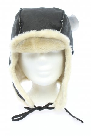 Gorro de aviador negro look casual
