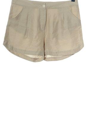 Pantalón corto blanco puro look casual