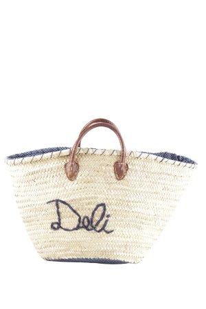 Bolso tipo cesta crema-azul letras bordadas look casual