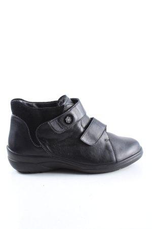 Botas bajas negro look casual