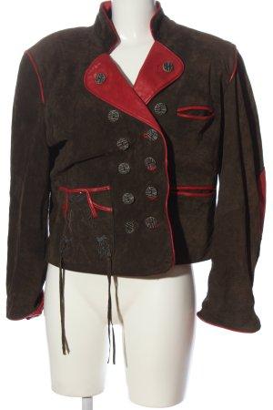 Blazer de cuero marrón-rojo look casual