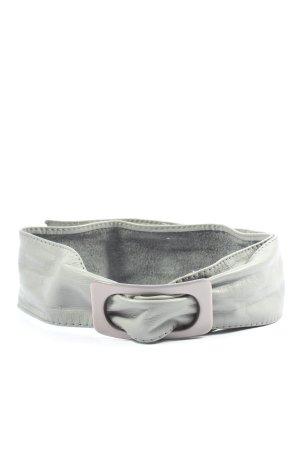 Cinturón de cuero gris claro look casual